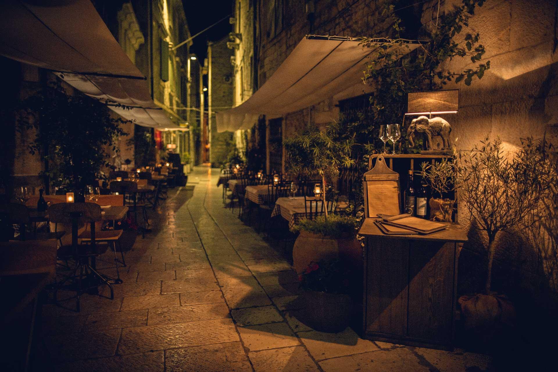 restaurant dalmatian peka night