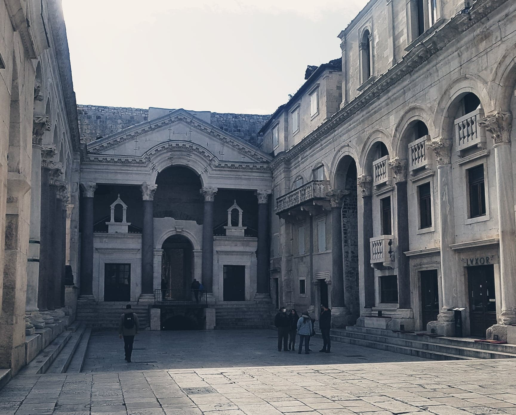 diocletian's palace perystile